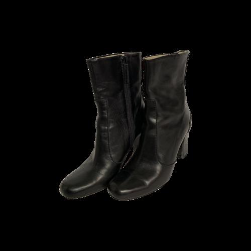 Max Mara Black Round-Toe Leather Booties